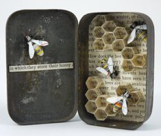 Papercraft Inspiration: Honey Bees in a Hive Tin by Kate Kato Find this mixed media sculpture and others by Kate Kato in her Kasasagi's Etsy Store here. *She's on an Etsy vacation for a week or so, but will be back.I am a huge fan of tin or Altoids. Altered Tins, Altered Art, Paper Art, Paper Crafts, Matchbox Art, Matchbox Crafts, Shadow Box Art, Mixed Media Sculpture, Tin Art