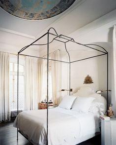 FleaingFrance Brocante Society Love this bed
