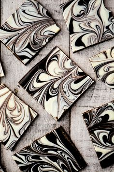 Chocolate Bark ~ 15 Ways! Linda Liu lmcglashan Recipes Chocolate Bark ~ 15 Ways ~ chocolate bark is the easiest … Choclate Bark, White Chocolate Bark, Chocolate Swirl, Chocolate Recipes, Peppermint Chocolate, Homemade Chocolate Bark, Chocolate Fudge, Delicious Chocolate, Chocolate Covered