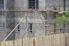 Wooden Scaffolding looking short of Handrails #workplacesafety #safety