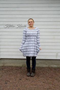 Kätilön Käsistä: Isotaskuinen pisaratunika - a raindrop tunic Rain Drops, Tunic Tops, Sewing, Women, Amazing, Fashion, Moda, Dressmaking, Couture