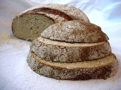 Delicious German Bread Recipes for Your Home Oven This site offers many recipes for authentic artisan German yeast breads.This site offers many recipes for authentic artisan German yeast breads. German Bread, German Baking, German Rye Bread Recipe, Oven Recipes, Bread Recipes, Cooking Recipes, Farmers Bread Recipe, Coffe Recipes, Gastronomia