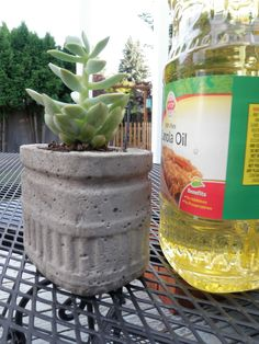 DIY Hypertufa Projects Creating planters and garden elements with hypertufa.Creating planters and garden elements with hypertufa. Cement Art, Concrete Crafts, Concrete Art, Concrete Projects, Outdoor Projects, Diy Concrete Planters, Concrete Garden, Diy Planters, Garden Planters