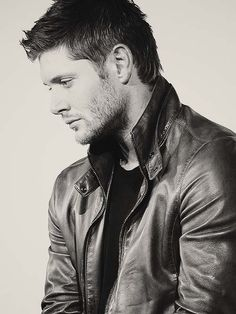 Find images and videos about supernatural, Jensen Ackles and dean winchester on We Heart It - the app to get lost in what you love. Castiel, Jensen Ackles Supernatural, Jensen Ackles Jared Padalecki, Jared And Jensen, Supernatural Fandom, Dean Winchester, Mark Sheppard, Misha Collins, Gorgeous Men