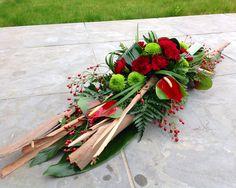 Grafstuk met Eucalypthusschors Funeral Flower Arrangements, Funeral Flowers, Grave Decorations, Flower Decorations, Casket Flowers, Funeral Sprays, Casket Sprays, Funeral Tributes, Cemetery Flowers
