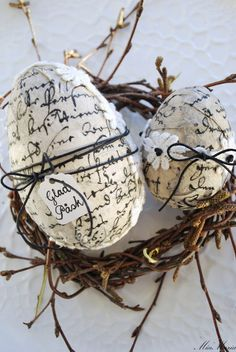 Ostereier Bilder als Inspiration für Ihre diesjäherige Osterdekoration You are in the right place about Decoupage glass Here we offer you the most beautiful pictures about the Decoupage kitchen you ar Hoppy Easter, Easter Bunny, Easter Eggs, Easter Table, Egg Crafts, Easter Crafts, Easter Decor, Easter Ideas, Easter Projects