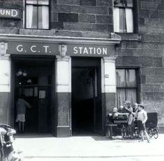 Children with prams at the entrance to Kelvinbridge station on the Glasgow… Glasgow Museum, Glasgow City, Glasgow Subway, Julia London, West Coast Scotland, The Time Machine, High Road, Great Western, Glasgow Scotland