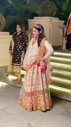 Indian Wedding Songs, Indian Wedding Outfits, Beautiful Girl Dance, Beautiful Blonde Girl, Dress Indian Style, Indian Fashion Dresses, Dance Choreography Videos, Dance Videos, Nimrat Khaira Suits