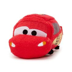 Lightning McQueen is ready to speed into your collection with this cute mini Tsum Tsum soft toy! Made from super soft plush fabric, the speedway superstar features bold printed artwork with embroidered detail.