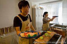 Vous pouvez fabriquer des #tempura ou des salades en cire durant une leçon d'une heure à #Kappabashi - #Tokyo ;-)