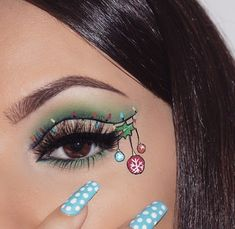 Creative And Gorgeous Christmas Makeup Ideas For The Big Holiday; Christmas Makeup Looks; Holiday Makeup Looks; Christmas Makeup Look, Holiday Makeup Looks, Makeup Inspo, Makeup Art, Makeup Ideas, Makeup Goals, Makeup Guide, Makeup Trends, Weihnachten Make-up