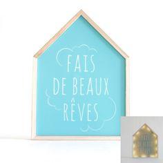 """Ce cadre déco lumineux """"fais de beaux rêves"""" est le cadeau idéal à offrir pour une naissance. Installé sur un mur ou bien posé sur un meuble, il complétera à merveille une chambre de bébé. En plus d'être décoratif et original, il aidera l'enfant à s'endormir grâce à son éclairage doux. Ce tableau fonctionne avec des piles.  Dimensions : 24 x 3 x 32 cm"""