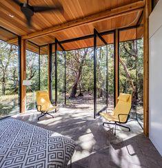 This Elegant Californian Prefab Minimizes Site Disturbance #modularhome #prefab #california #cabin #bedroom #hometour