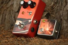 Long cables and multiple pedals will degrade your signal and starve your tone of top-end sparkle. The Homeworld Mini Buffer is designed to remove this signal loss, ensuring that your tone is unaffected by your cables or pedal chain.