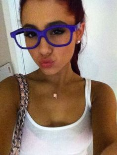 Ariana Grande with Justin biebers 3D glasses