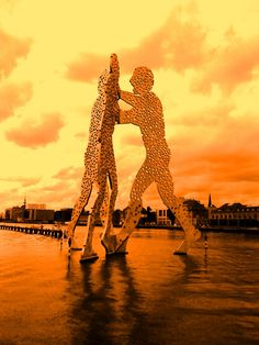 Berlin Molekular Man, Skulptur in der Spree von Jonathan Borofsky