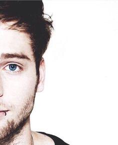 Look how blue his eye is