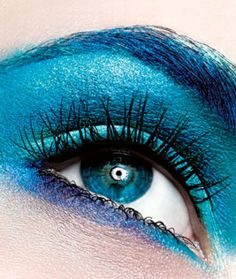 eyeshadow Blue Eye Shadow: Why It's Back and How to Wear It Right Turquoise Eyeshadow Turquoise Eyeshadow, Blue Eyeshadow, Eyeshadow Makeup, Makeup Tips For Blue Eyes, Blue Makeup, Colored Hair Tips, Stunning Makeup, Tips & Tricks, Bling