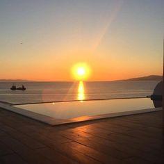 📷 via Magical sunset and summer memories! Mykonos Town, Summer Memories, Hotel Suites, Greek Islands, Luxury Travel, Best Hotels, Sunsets, Traveling, Blue