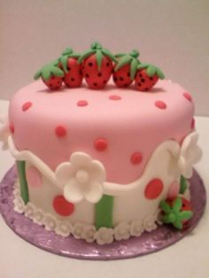 Strawberry Theme Smash Cake All fondant decoration including strawberries Strawberry Birthday Cake, Strawberry Shortcake Party, Strawberry Patch, Pretty Cakes, Beautiful Cakes, Amazing Cakes, Cupcakes, Cupcake Cakes, Cake Cover