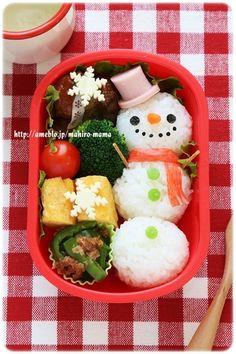Snowman onigiri bento Japanese Bento Lunch Box, Japanese Food, Bento Recipes, Bento Ideas, Food Art Bento, Kawaii Cooking, Kawaii Bento, Boite A Lunch, Cool Lunch Boxes