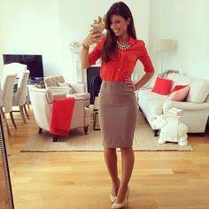 Falda lápiz con blusa roja