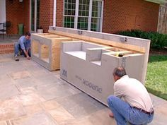 HOW TO PREPARE FOR OUTDOOR BRICKWORKFor the brick-and-mortar elements of the outdoor kitchen project, prep work is necessary.