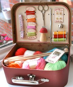 Vintage suitcase converted into a sewing and knitting kit. # Euily Crafts Project Tools DIY Sewing Kit knitting Supplies Crochet A picnic basket turns into a handy-dandy all-in-one craft station Yarn Storage, Craft Storage, Knitting Storage, Storage Ideas, Sewing Crafts, Sewing Projects, Sewing Kits, Knitting Projects, Crochet Projects