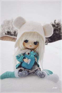 Cute Dal in adorable winter attire~ (Looks to be Cinnamoroll Dal)