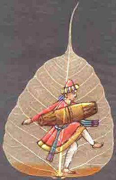 This gorgeous leaf art originated in a small town in India and is done on dry Peepal leaves. This artwork is one of the oldest forms of art, and only a few people around the world are left that create this form of art. Music Drawings, Art Drawings Sketches, Fabric Painting, Painting & Drawing, Dry Leaf Art, Leave Art, Leaf Skeleton, Painted Leaves, Leaf Crafts