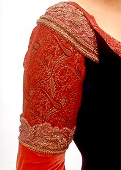 close up on Arwen's dress                                                                                                                                                                                 Más