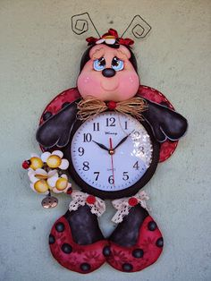 relógio joaninha                                                                                                                                                                                 Mais Foam Crafts, Diy And Crafts, Clay Projects, Projects To Try, Novelty Clocks, Diy Clock, Clock Craft, Play Clay, Cute Clay