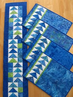 Placemat Pattern / Table Runner pattern / Geese Across the Quilted Table Runners Christmas, Christmas Placemats, Table Runner And Placemats, Patchwork Table Runner, Christmas Quilting, Quilting Projects, Quilting Designs, Serger Projects, Purple Christmas