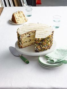 This four layer cake is unique and maintains the traditional cannoli flavor. Recipe: Cannoli Cake - This four layer cake is unique and maintains the traditional cannoli flavor. Italian Desserts, Köstliche Desserts, Delicious Desserts, Dessert Recipes, Italian Cake, Italian Foods, Italian Dishes, Cupcake Recipes, Eclairs