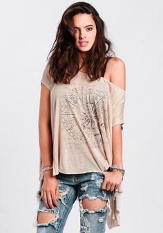 We are loving this light-beige oversized top featuring a black zodiac wheel graphic at the front. Rock this must-have tee with destroyed denim and sandals for the perfect weekend outfit.