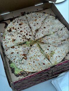 Quesapizza, pizza y quesadilla de carne asada. Asadero Pepe's en Rosarito, Baja California Pozole, Carne Asada, Barbacoa, Quesadillas, Burritos, Enchiladas, Ensenada Mexico, Tacos, Flautas