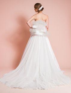 ウエディングドレス、高品質な結婚式ドレスならW by Watabe Wedding / ソフトサテン・バッスルスタイル・エンパイアウェディングドレス