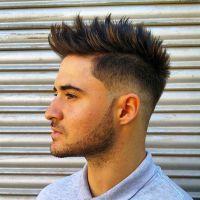 4-espetado-topete-Mohawk-para-homens  para ver um corte de cabelo à moda dos homens capazes de  brilhar. O corte de cabelo  é aquele que combina elementos