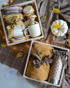 Diy Christmas Presents, Christmas Gifts For Coworkers, Christmas Gift Baskets, Christmas Gift Box, Xmas Gifts, Gifts For Friends, Christmas Ideas, Christmas Crafts, Christmas Recipes