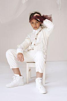 White Jeans, Pants, Fashion, Trouser Pants, Moda, Fashion Styles, Women's Pants, Women Pants, Fashion Illustrations