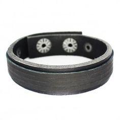 Bracelete Slin em Couro Natural preto com 01 faixa sobreposta de couro na cor preta.