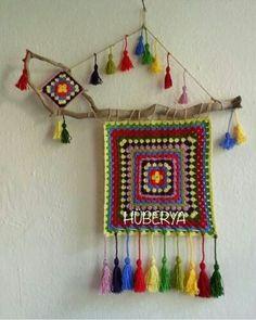 Balkon – home accessories Crochet Wall Art, Crochet Wall Hangings, Tapestry Crochet, Crochet Home, Tie Dye Crafts, Yarn Crafts, Felt Crafts, Diy And Crafts, Crochet Flower Patterns