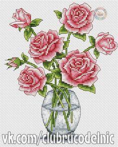 Różowe Róże w Szklanym Wazonie