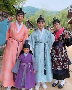 Korean Traditional Dress, Traditional Dresses, Gong Seung Yeon, Flower Crew, Drama Korea, Kim Min, Korean Dramas, Kdrama, Actors & Actresses