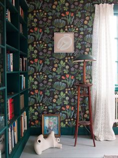 dark floral Josef Frank wallpaper for library // fort & field Interior Wallpaper, Modern Wallpaper, Home Wallpaper, Beautiful Wallpaper, Designer Wallpaper, Home Interior, Interior Decorating, Interior Design, Turbulence Deco
