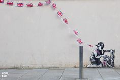 Who is the owner of a graffitti? The mysterious artist Banksy work stolen in London is to be in the same time auctioned in Florida with a bid value of between EUR 375.000 and 525.000. Dozens of residents of the neighborhood where the mural were in London today to demand the return of graffitti. To Banksy what belongs to Banksy!!!!