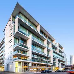 Seventy5 Portland was complete in January 2011 and is an innovative modern jewel embracing the indigenous culture of this lively Toronto neighbourhood. The d...