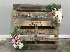Beautiful rustic pallet we made for our Granddaughters Ella-Grace baby shower . - Baby Beautiful rustic pallet we made for our Granddaughters Ella-Grace baby shower … Beautiful rustic pallet we made for our Granddaughters Ella-Grace baby shower 💕 Otoño Baby Shower, Baby Shower Vintage, Baby Shower Flowers, Baby Shower Winter, Floral Baby Shower, Baby Shower Photo Frame, Baby Shower Signs, Bridal Shower, Baby Shower Party Bags