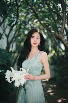 daily 2018 feminine & classy look Korean Girl Fashion, Asian Fashion, Korean Beauty, Asian Beauty, Selena Gomez Style, Girl Photo Poses, Fall Fashion Outfits, Beautiful Asian Women, How To Look Classy