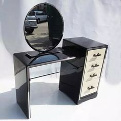 Shop vanities and other modern, antique and vintage tables from the world's best furniture dealers.